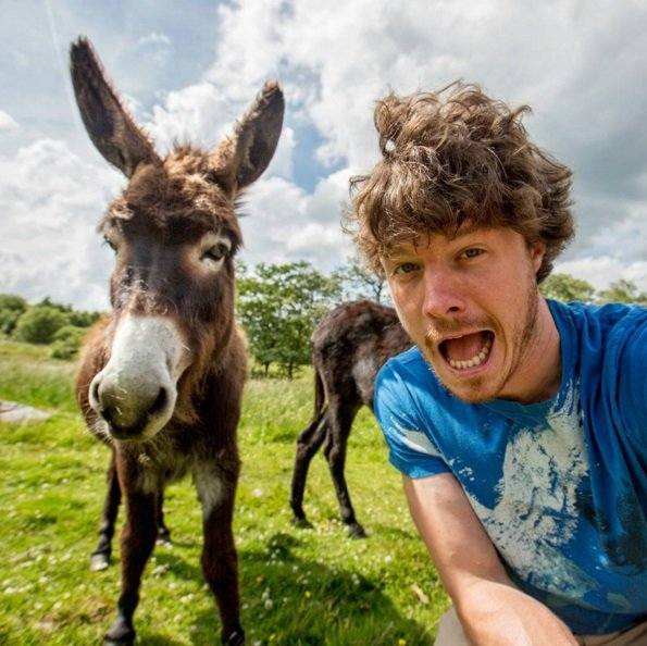 Awesome selfies with animals by Allan Dixon | Animals Zone